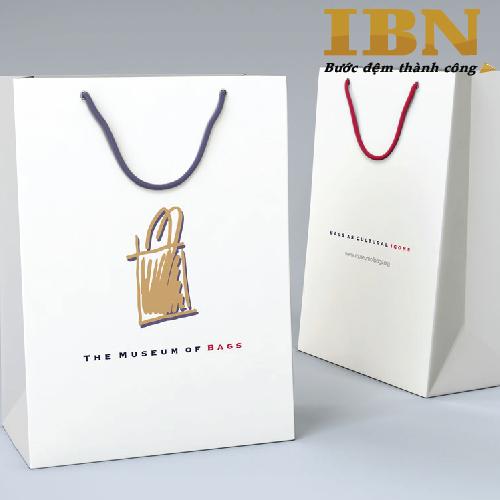 Túi giấy cần thiết cho các cửa hàng bán lẻ, các shop thời trang, trung tâm thương mại hay các chương trình hội thảo, hội nghị, khuyến mại,…in ấn túi giấy đẹp cần thiết cho việc tạo nên sự tiện lợi cho người sử dụng, làm gia tăng tính sang trọng và quảng bá thương […]