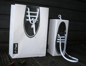 In túi giấy đựng giày chất lượng