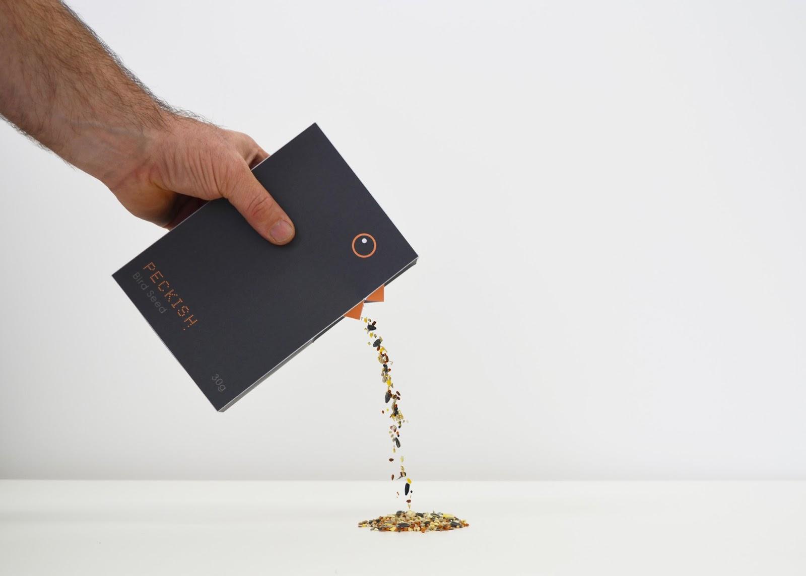 Hộp đựng hạt thức ăn cho chim thương hiệu Peckish