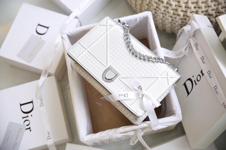In hộp giấy đựng túi xách Dior