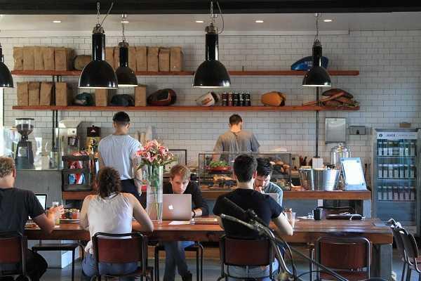 Bán quán cafelà một loại hình kinh doanh được nhiều người lựa chọn. Tuy nhiên kinh doanh là một công việc không hề dễ dàng, đòi hỏi sự nghiêm túc đầu tư của người kinh doanh và tính toán kỹ càng trước khi đầu tư. Mọi bước chuẩn bị cho kế hoạch kinh doanh quán […]