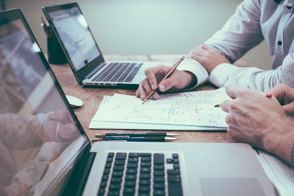 Kinh doanh online là một xu hướng đang rất được ưa chuộng ở thời điểm hiện tại đối với người tiêu dùng và của người kinh doanh. Với những sự tiện lợi mang lại cho người dùng cũng như quá trình buôn bán của người kinh doanh. Hình thức kinh doanh online càng ngày càng […]