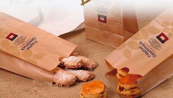 In túi giấy đựng bánh mì không còn xa lạ đối với nhiều người hiện nay, mặt khác những chiếc túi giấy đựng bánh mì còn đang ngày càng trở nên phổ biến và quen thuộc với người tiêu dùng. Ở thời điểm mà vấn đề an toàn thực phẩm liên tục mắc phải các […]